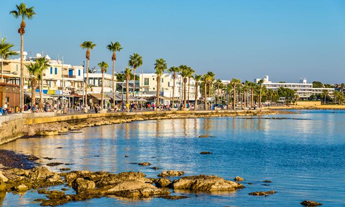 """12 סופ""""ש בפאפוס, קפריסין: טיסות ישירות ו-3 לילות במלון Leonardo, כולל חנוכה"""