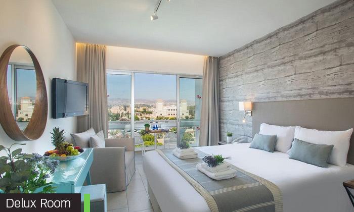 """10 סופ""""ש בפאפוס, קפריסין: טיסות ישירות ו-3 לילות במלון Leonardo, כולל חנוכה"""