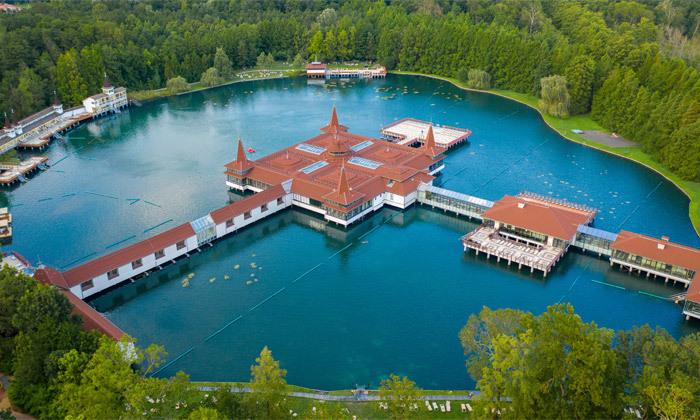 2 חופשת ספא באגם התרמי הגדול בעולם: טיסות אל על, העברות ו-14 לילות במלון ספא, כולל חנוכה