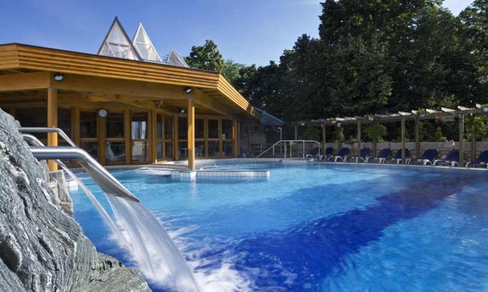3 חופשת ספא באגם התרמי הגדול בעולם: טיסות אל על, העברות ו-14 לילות במלון ספא, כולל חנוכה