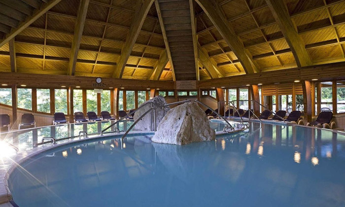 4 חופשת ספא באגם התרמי הגדול בעולם: טיסות אל על, העברות ו-14 לילות במלון ספא, כולל חנוכה