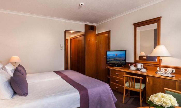 8 חופשת ספא באגם התרמי הגדול בעולם: טיסות אל על, העברות ו-14 לילות במלון ספא, כולל חנוכה