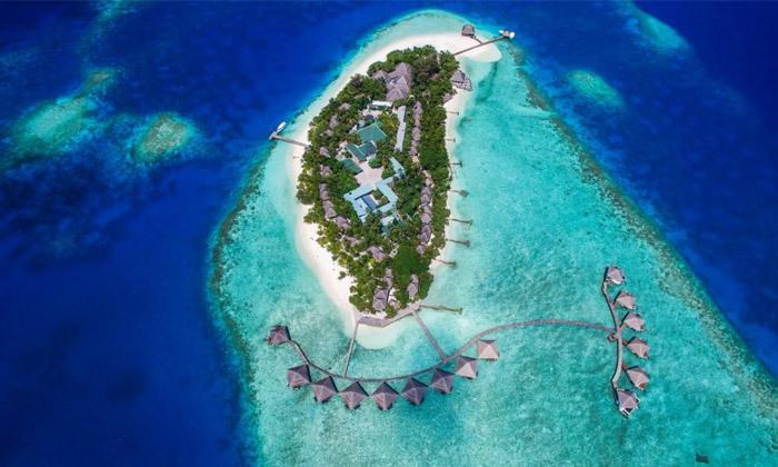 4 חופשת גן עדן במלדיביים: 7 לילות במלון לבחירה עם טיסות ישירות והעברות, גם בחנוכה