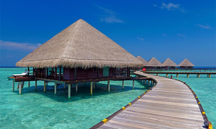 2 חופשת גן עדן במלדיביים: 7 לילות במלון לבחירה עם טיסות ישירות והעברות, גם בחנוכה