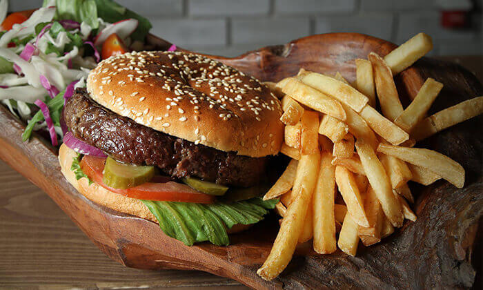 3 ארוחת המבורגר זוגית במסעדת בולמוס הכשרה