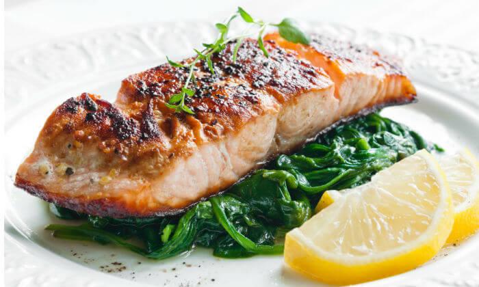 4 ארוחת דגים זוגית במסעדת 'אלומה', מלון קראון פלאזה י-ם