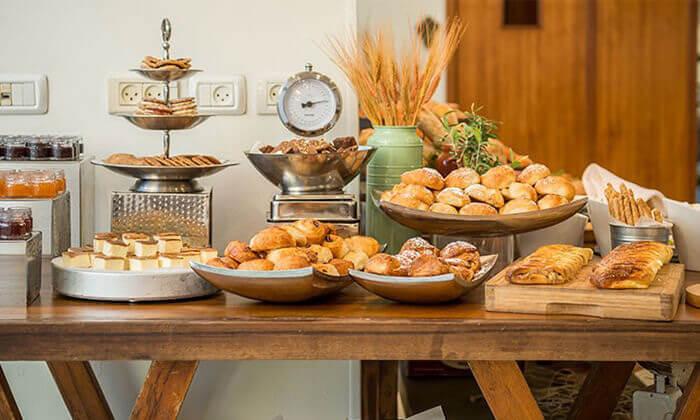 2 ארוחת בוקר עשירה ומגוונת במלון רימונים טאואר רמת גן