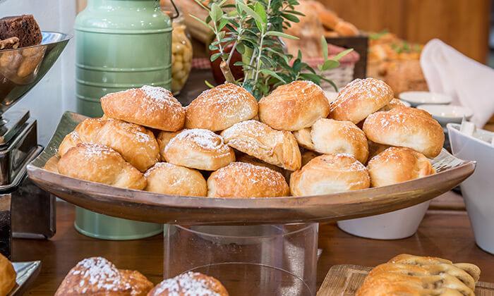 6 ארוחת בוקר עשירה ומגוונת במלון רימונים טאואר רמת גן
