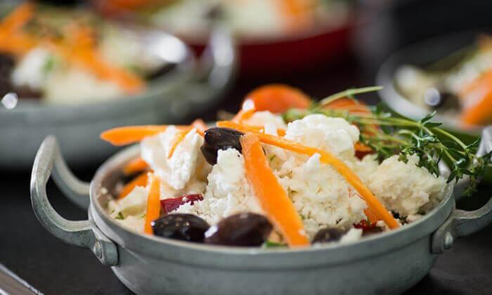4 ארוחת בוקר במסעדת קוראל הכשרה, מלון לאונרדו חיפה